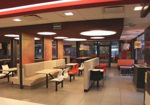 Agredió a empleada de McDonald's porque no le entregó unos pitillos [Video]