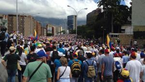 FOTOS: Un mar de venezolanos se moviliza por la autopista Prados del Este #23Ene