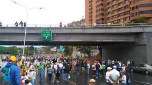 10:30 am El distribuidor Santa Fe tomado por manifestantes #23Ene (fotos y videos)