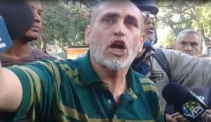 """""""¿Cómo disparan contra residencias donde vive gente mayor?"""": Así increpó un vecino de Mecedores a la PNB (Video)"""