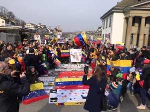 FOTOS: Venezolanos en Suiza se concentran en apoyo a Juan Guaidó #23Ene