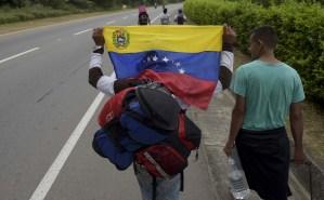 Acnur dice que casi medio millón de venezolanos han solicitado asilo en todo el mundo (Video)