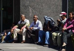 Pensionados venezolanos reciben menos de cinco dólares al mes, por debajo de Cuba