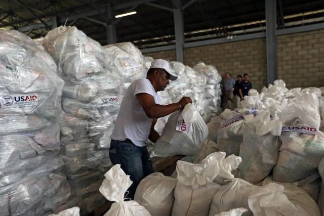 Maduro: Si algo me pasa, ¡retomen el poder y hagan una revolución más radical! - Página 7 2019-02-08T173159Z_1806987887_RC193D5BB750_RTRMADP_3_VENEZUELA-POLITICS-AID