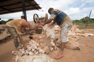 El régimen de Maduro habría permitido el contrabando de hasta 80 toneladas de oro al año