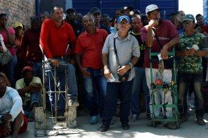 Mientras Maduro niega la crisis, cientos de venezolanos reciben almuerzos gratuitos en Cúcuta (Fotos)