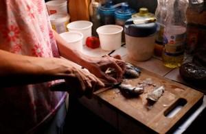 Más de la mitad de los venezolanos comen menos de tres veces al día
