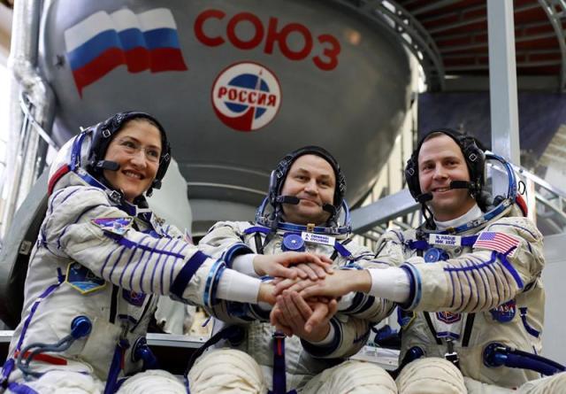Por primera vez dos mujeres harán una caminata espacial
