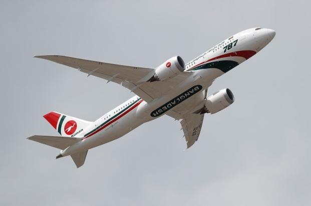 Foto de archivo de un Boeing 787-8 de Biman Bangladesh Airlines. Jul 16, 2018. REUTERS/Peter Nicholls