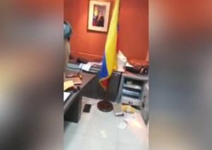 Asaltaron el consulado de Venezuela en Ecuador (video)