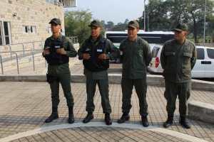 EN VIDEO: Los GNB que rompieron las barreras en el Puente Simón Bolívar para respaldar ingreso de ayuda #23Feb