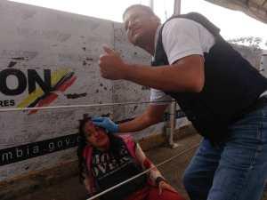 EN VIDEO: GNB rompen con tanquetas barricadas en Puente Simón Bolívar y se trasladan a Colombia respaldando ingreso de ayuda #23Feb