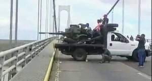 Milicianos siguen jugando a los soldaditos, ahora en el puente Angostura (foto)