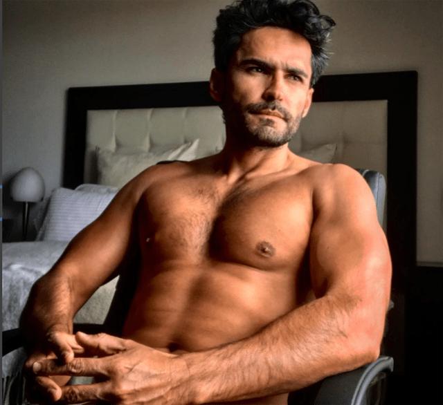 Actor de 'Sin senos sí hay paraíso' enciende las redes con esta foto desnudo