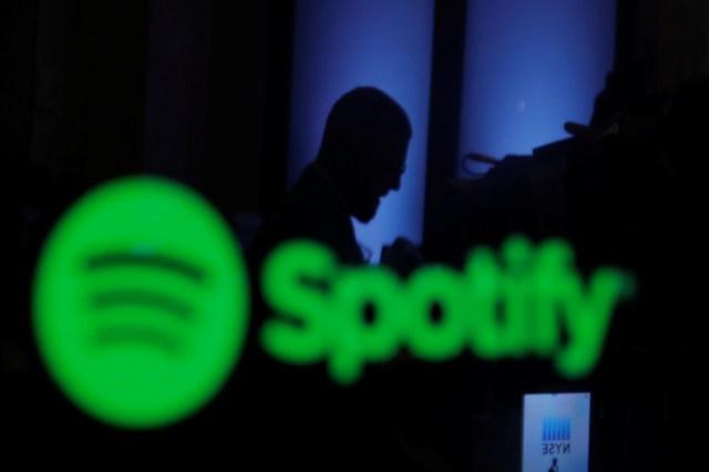Foto de archivo. Un logo de Spotify en la Bolsa de Nueva York, EEUU. 3 de abril de 2018. REUTERS/Lucas Jackson