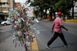 El bolívar agoniza un año después de la reconversión monetaria en Venezuela