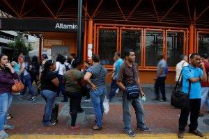 Estos son los cables picados que tienen sin luz a la Línea 1 del Metro de Caracas #23Ago