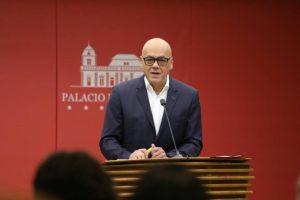 """Jorge Rodríguez desempolvó su guion novelero y acusó a media oposición en nuevo """"ataque terrorista"""" (VIDEO)"""