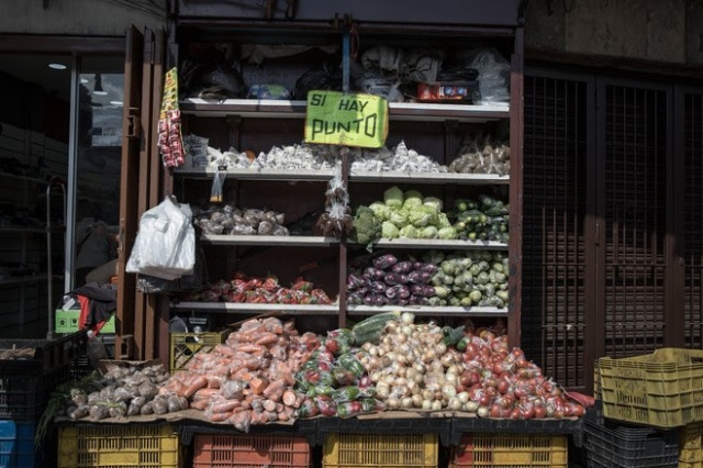 La hiperinflación sube mientras los venezolanos descartan una solución con Maduro (Video)