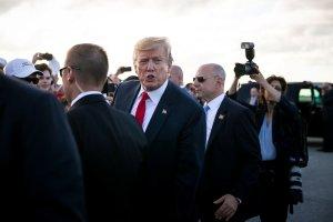 """Trump denuncia testimonios """"fabricados y falsos"""" en el informe Mueller"""