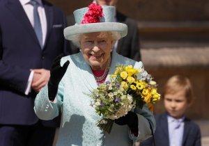 La reina Isabel acude a misa en su cumpleaños junto a la familia…pero faltó Meghan (fotos)