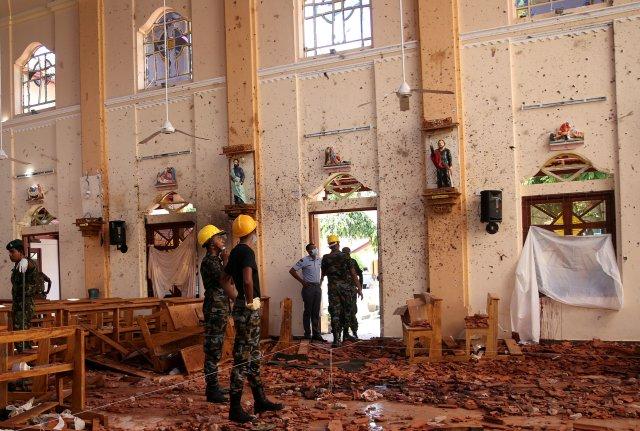 Sri Lanka afirma que líder extremista buscado por atentados murió en uno de ellos