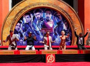 """Actores de """"Avengers: Endgame"""" dejan sus huellas en el Paseo de la Fama de Hollywood (Fotos)"""