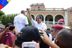 ¡Euforia zuliana!: Así recibieron a Guaidó en la Plaza Bolívar de Machiques (VIDEO) #13Abr