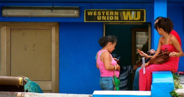 Cubanos de EEUU enviaron USD 30 mil millones en efectivo a la isla en 11 años