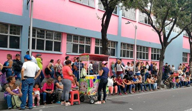 Masiva presencia de venezolanos para reclamar remesas en Cúcuta