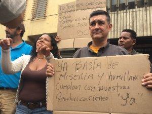Hola, Erika Farías… Tus trabajadores protestan en la Avenida Lecuna para exigir sueldos dignos (FOTO)