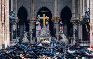 Escombros, cenizas y destrucción: Así está Notre Dame el día después del incendio (FOTOS)