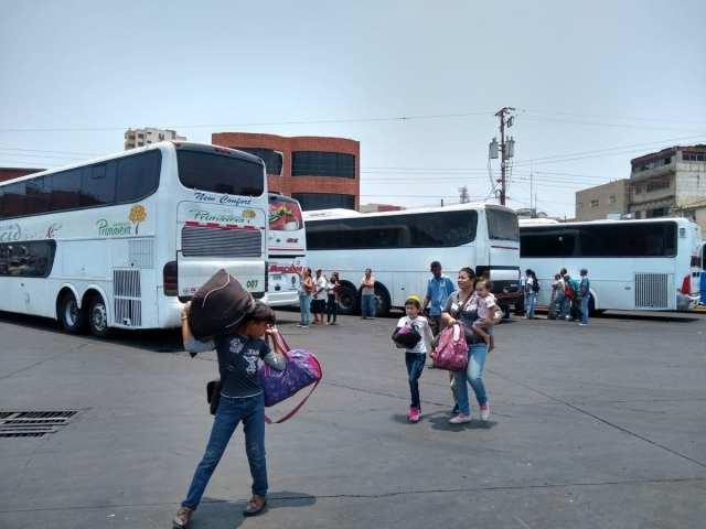 Desde el terminal de Puerto La Cruz no salen turistas sino migrantes