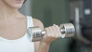 Coge dato: Levantar pesas aumenta tu esperanza de vida, aprende cómo hacerlo