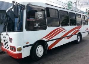Chofer de autobús murió al ser aplastado mientras arreglaba un caucho en Bella Vista