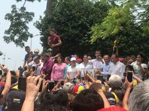 Guaidó pasó desapercibido ante paramilitares de Maduro y GNB para dar su discurso en Machiques