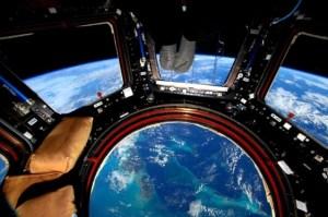La curiosa FOTO de un avión en el aire tomada por un astronauta desde el espacio