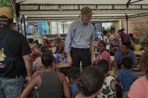EN FOTOS: Senador Rick Scott visitó comedores para venezolanos en Cúcuta
