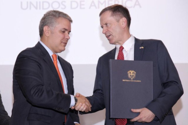Mark Green junto a Iván Duque durante una reunión bilateral. Imagen cortesía.