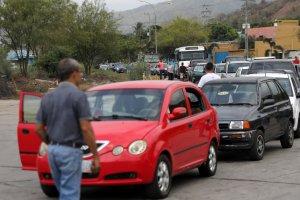 Venezuela, país petrolero donde se hacen colas de DÍAS para surtir gasolina