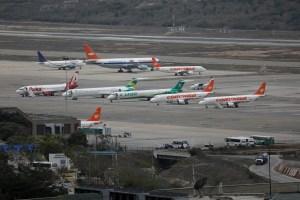 EEUU instó a grandes intermediarios suspender el comercio de combustible para aviones con Venezuela