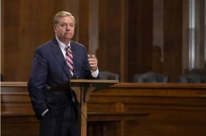 Senador Graham pide que EEUU intervenga militarmente en Venezuela como hizo en Granada
