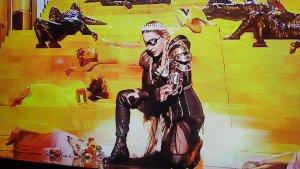 Madonna se viste de Juana de Arco en la final de Eurovisión