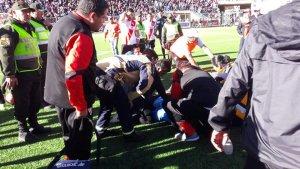 Muere un árbitro mientras dirigía un partido de fútbol en Bolivia