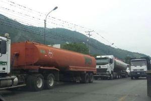 VIDEOS: Transportistas trancan vías de Mérida por falta de gasolina