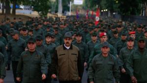 """""""No more Trump"""": La campaña del chavismo que obliga a firmar a los integrantes de la FFAA"""