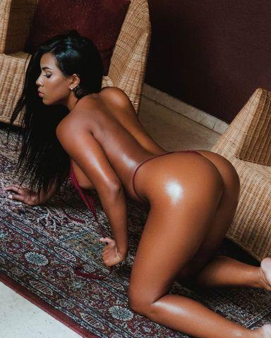 Esta Morenaza Venezolana Se Desnuda En La Ducha Y Espera Que Le