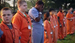 """Los controversiales campamentos de disciplina """"extrema"""" para niños en EEUU"""