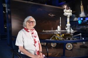 A los 82 años, la computadora humana de la Nasa, Sue Finley, todavía mira a las estrellas