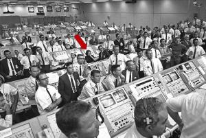 """""""Llamadas obscenas y cámaras para espiar"""": La historia de las mujeres en la misión Apolo 11"""